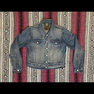 Women's trucker Levi's jean jacket